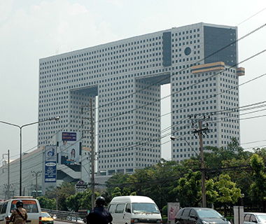 201306-w-buildings-shaped-like-animals-elephant-building